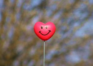 locutor@ feliz  5 Razones por las que contratar a un locutor online locutor  feliz